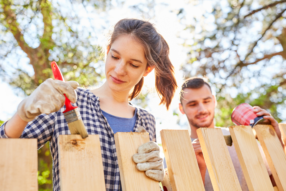 Tips for Repainting a Garden Fence